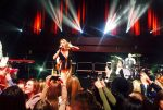Тина Кароль вЛондоне встала наколени испела гимн Украины