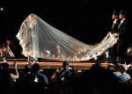 Конфуз скостюмом Мадонны вовремя выступления стал популярнее самого концерта