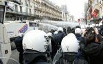ВБрюсселе милиция применила водометы для разгона ультраправых