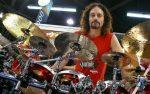 Барабанщик известной метал-группы скончался прямо впроцессе концерта