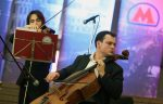 На 3-х станциях столичного метро начались выступления уличных музыкантов