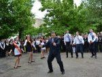 Босс саратовского лицея покорил танцпол на заключительном звонке